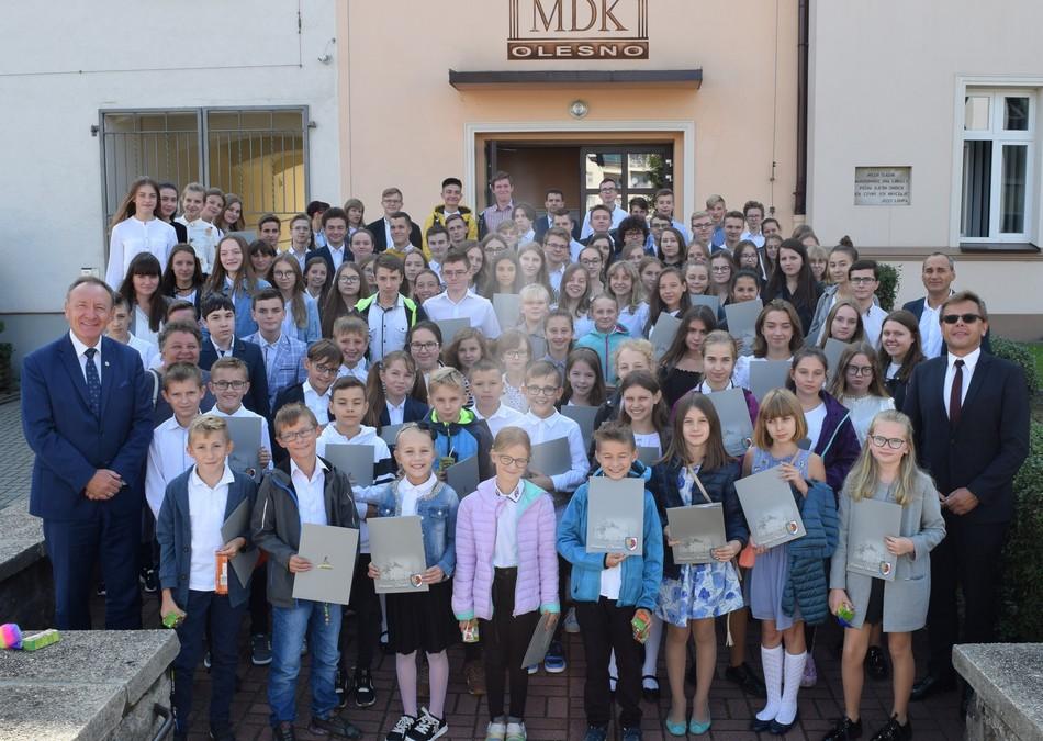 Najlepsi uczniowie nagrodzeni przez Burmistrza Olesna